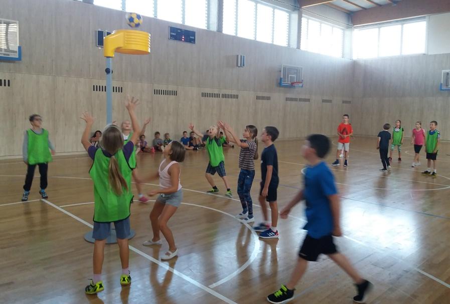 Základní škola Sirotkova z brněnských Žabovřesk i letos pokračuje s korfbalem
